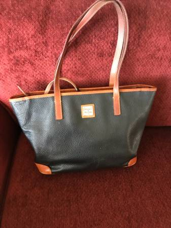 Photo Dooney and bourke handbag - $40 (Garden grove)