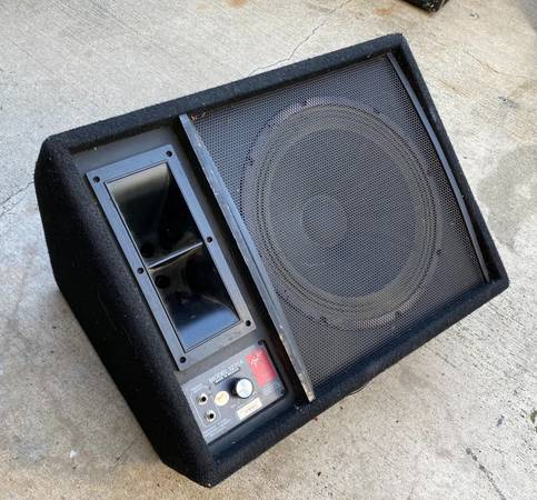 Photo Fender 1275A Floor Monitor 12 inch speaker and horn PA Cabinet - $85 (Huntington Beach)