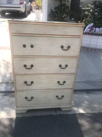 Photo Free vintage dresser (San Clemente)
