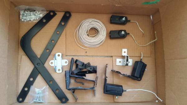 Photo Garage Door and Garage Door opener parts. - $10 (Irvine)