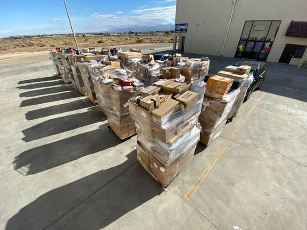 Photo Huge Warehouse Sale 75 pallets, sofas and more (Palmdale ca)
