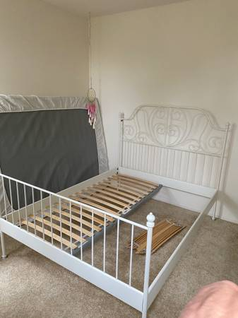 Photo IKEA Queen bed - $40 (Rancho Santa Margarita)