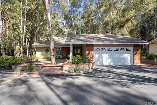 Photo Make your dream a reality... Home in Lake Forest. 3 Beds, 2 Baths (Lake Forest)