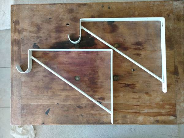 Photo New Stanley 190300 White Heavy Duty Shelf and Rod Support - $12 (Costa Mesa)