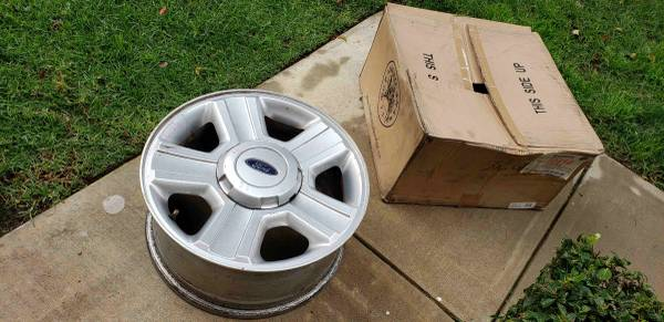 Photo OEM 17 inch Wheel Rims for Ford F150 in excellent condition - $100 (Placentia)