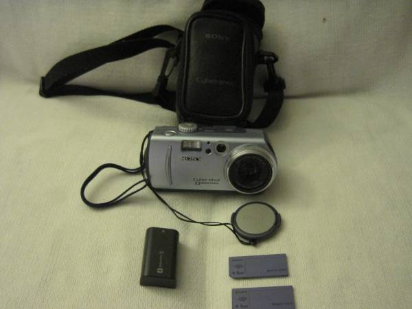 Photo SONY DSC-P30 Cyber-shot digital camera - $10 (Huntington Beach)