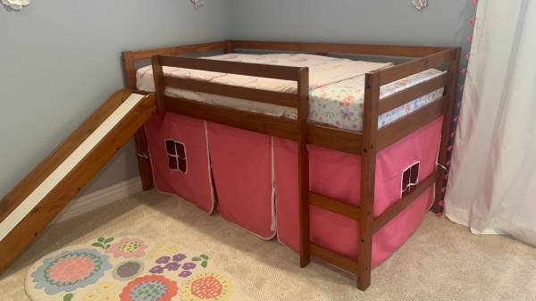 Photo Twin Low Loft Bed with Slide in White with Pink Tent Kit - Like New - $225 (Trabuco Canyon)