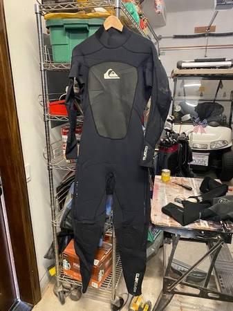 Photo Wetsuit Mens  798 - $80 (San Clemente)