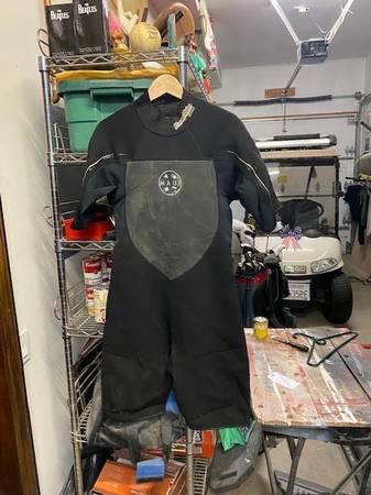 Photo Wetsuit Mens  799 - $50 (San Clemente)