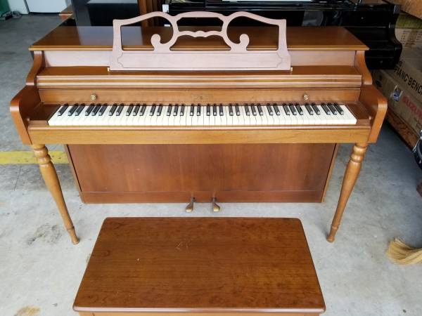 Photo Wurlitzer Spinet Piano - $800 (Cerritos)