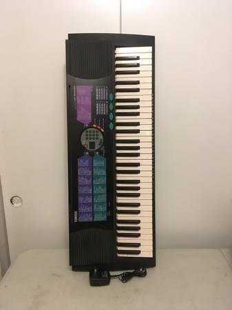 Photo Yamaha PSR-185 portable keyboard electronic piano Good condition - $60 (Costa Mesa)
