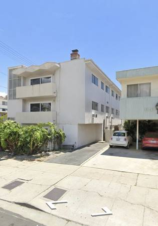 Photo apartment building buyer 10 units cash 4 real estate pandemic proof