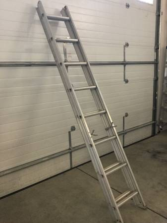 Photo 12 ft. Aluminum Extension Ladder - $20 (Florence)