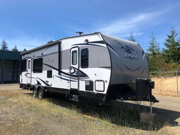 Photo 2017 jayco toy hauler - $40,000 (North bend)