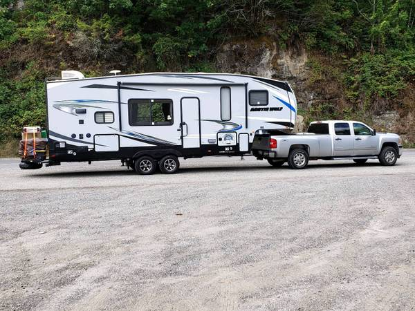 Photo 2019 Forest River Arctic Wolf 5th wheel - $38,000 (Florence)
