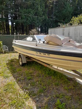 Photo Bayliner boat for sale or trade - $2,000 (Florence oregon)