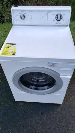 Photo Free Speed Queen Clothes Washer (Brookings)