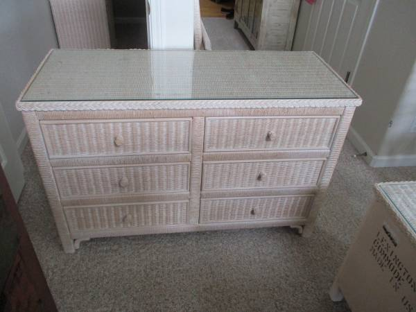 Photo Henry Link Wicker Bedroom Set - $700 (Depoe Bay)