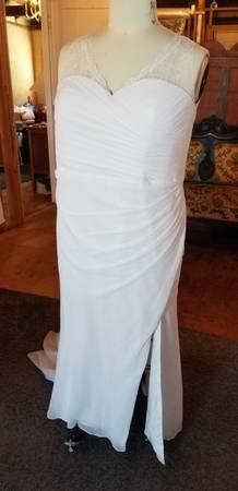 Photo Hundreds of wedding dresses to choose from - $99 (Bandon)
