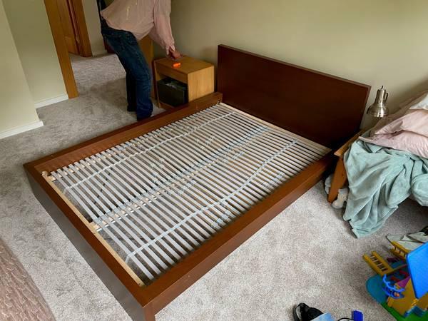 Photo IKEA Malm Full size bed frame (Manzanita)