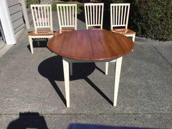 Photo Kitchen Table, Leaf And Four Chairs - $150 (Brookings)