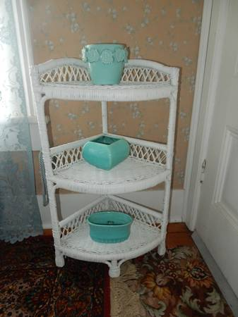 Photo Rare white wicker 3 tier corner table in great condition - $30 (Coos Bay)