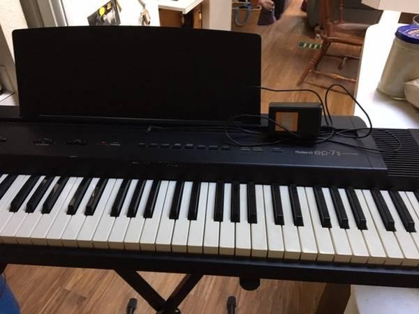 Photo Roland EP7-II KeyboardDigital Piano - $200 (Neskowin)