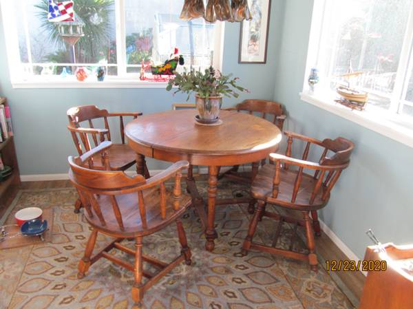 Photo Solid Oak Dining Set -- Table and 4 Captain39s Chairs - $250 (Waldport, Oregon)