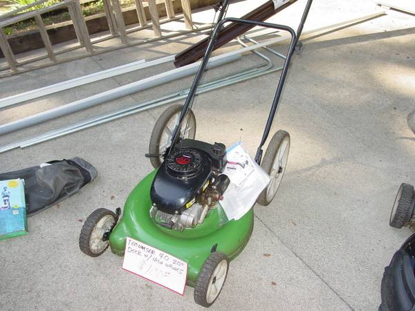Photo Tecumseh 4.0 Lawn Mower with 20quot deck-high wheel - $95 (Florence)