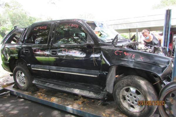 Photo 2000 Chevy Tahoe (parting out)