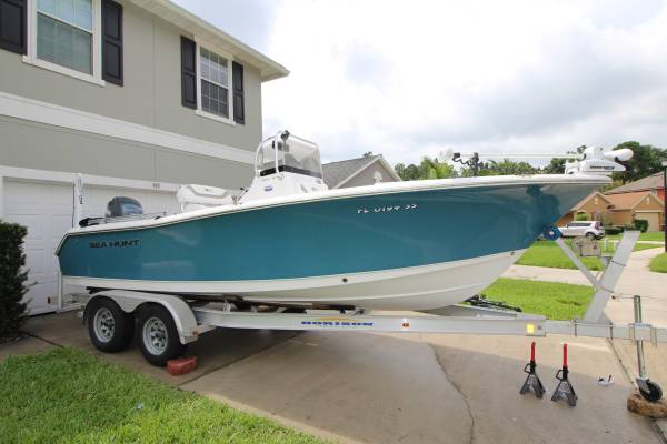 Photo 2012 Sea Hunt Ultra 211 Center Console Boat Low Hours - $29,999 (Jacksonville)