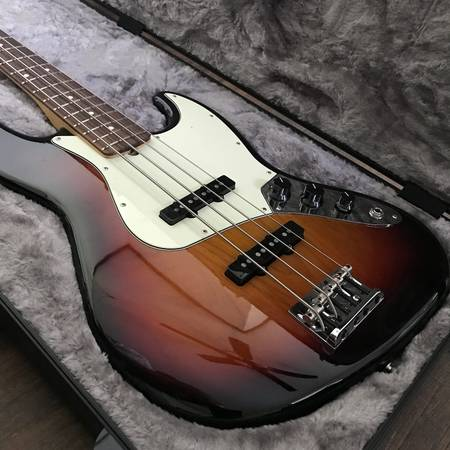Photo 2017 Fender American Professional Jazz Bass (Mint) - $1300 (Orlando)