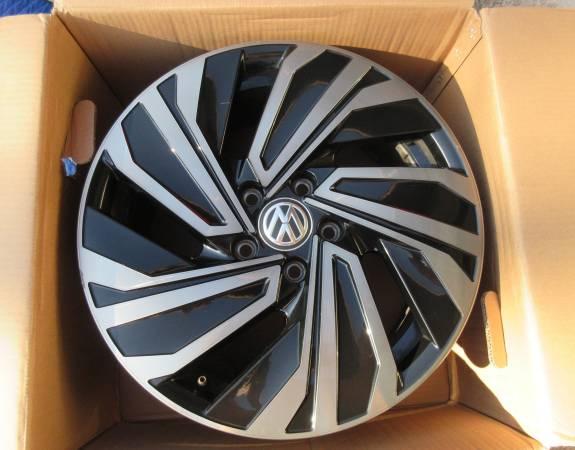 Photo 2019 VW Jetta 17quot OEM Wheel Rim - $1 (Orlando)