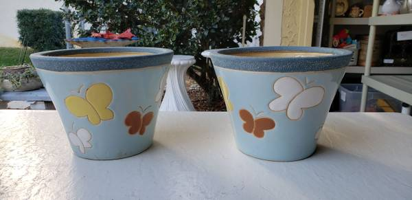 Photo 2 CERAMIC FLOWER POTS for $12 - $12 (Casselberry)