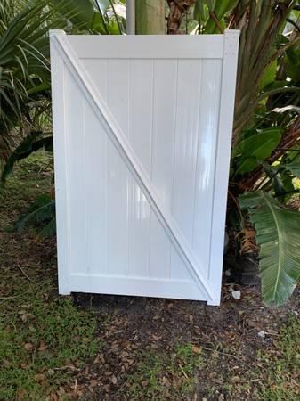 Photo 4 White Vinyl Gate - $149 (South Downtown Orlando)