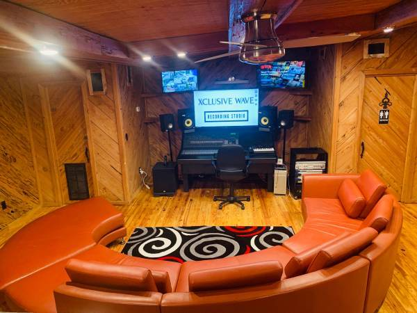 Photo Busy recording studio for sale over 300  clients - $65,000 (TAMPA)