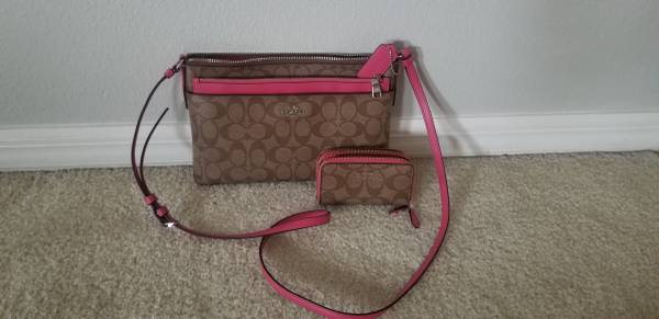 Photo Coach Purse  Coin Wallet - $65 (Orlando)