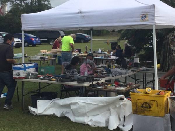 Photo Community Yard Sale (4133 Thys Rd New Port Richey)