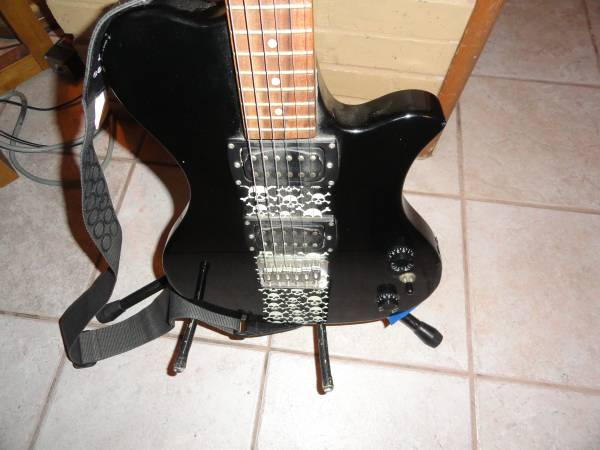 Photo ELECTRIC GUITAR, FIRST ACT ME543 - $62 (ORLANDO)