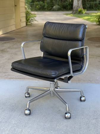 Photo Eames Soft Pad Group Management Chair by Herman Miller - $750 (New Smyrna Beach)