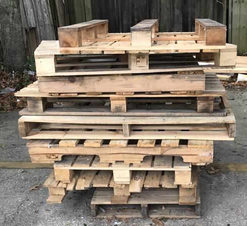 Photo FREE pallets. Help yourself. (Longwood)