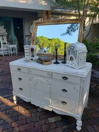 Photo Farmhouse shabby chic antique dresser chester chest of drawers lowboy - $400 (windermere)