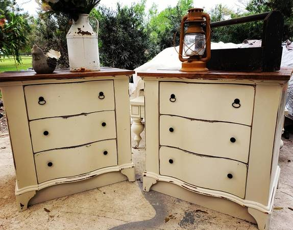 Photo Farmhouse shabby chic pair endtables nightstands bedside tables rustic - $350 (windermere)