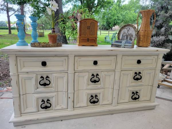 Photo Farmhouse shabby chic vintage thomasville lowboy dresser tv stand cons - $425 (windermere)