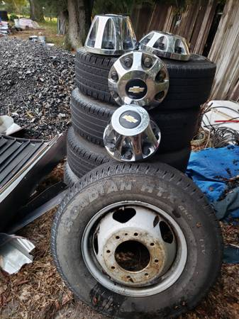 Photo For sale lights for a chevrolet silverado 3,500 and tires with rims (Mount Dora)