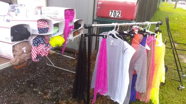 Photo HUGE YARD SALE 10039S OF ITEM NEW AND USED WHOLESALERS WELCOME (POINCIANA)
