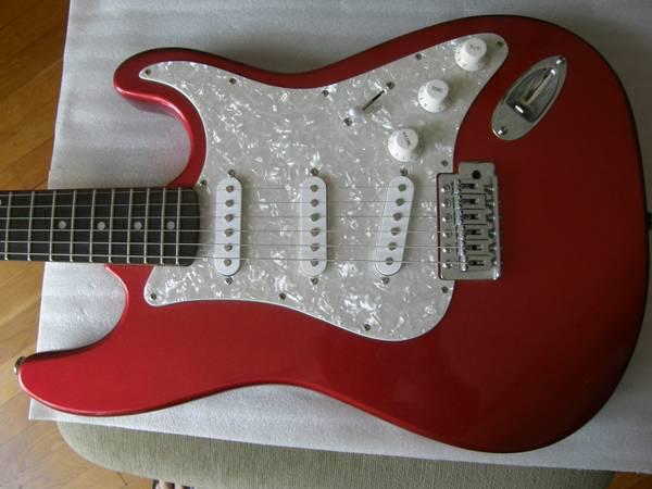 Photo Hamer Slammer Red Strat electric guitar SSS w tremolo NICE tone and gr - $189 (Winter Park)
