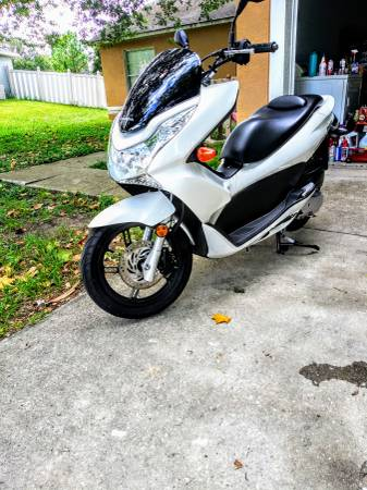 Photo Honda PCX in mint condition - $2,500 (Clermont)