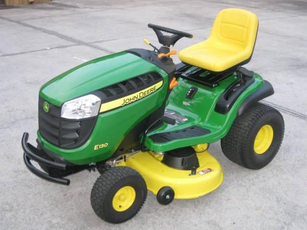 Photo John Deere E130 Riding Lawn Mower (New) (Casselberry)