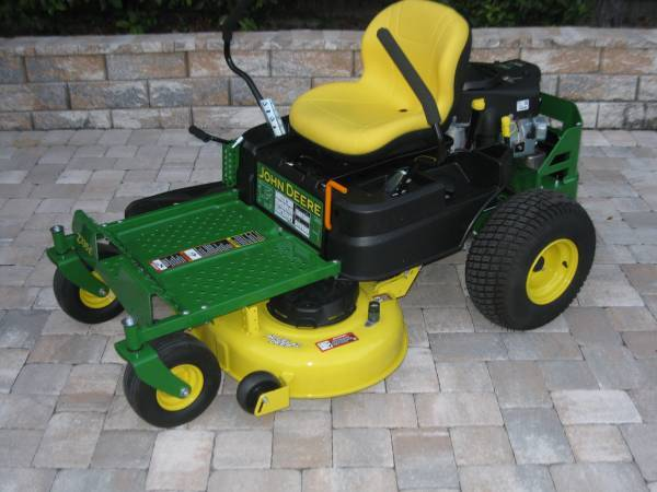 Photo John Deere Zero-Turn Lawn Mower ( 3 Hours of use) - $2300 (Casselberry)